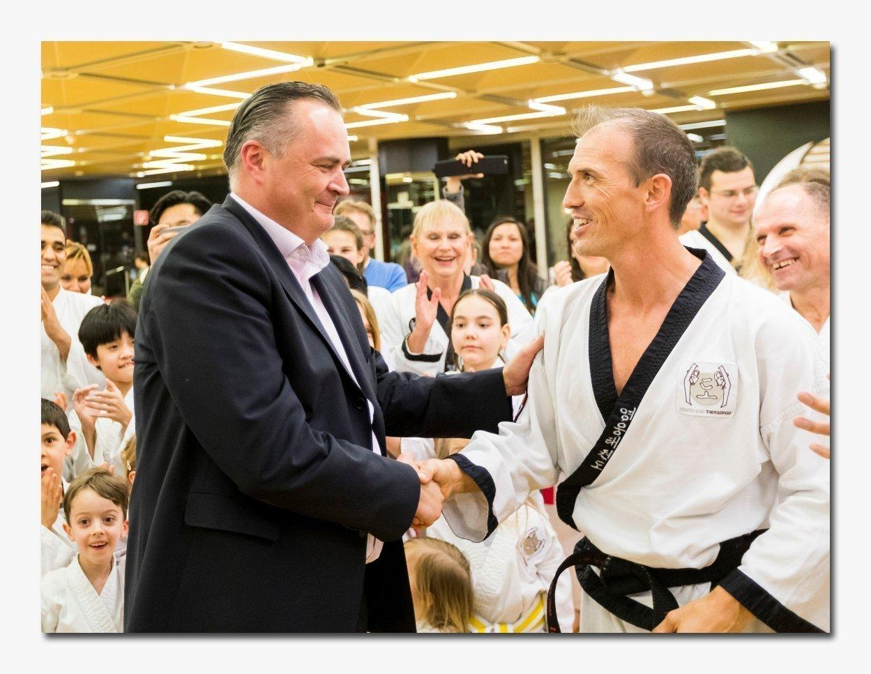 Bild zu Bundesminister Doskozil besucht Young-Ung Taekwondo