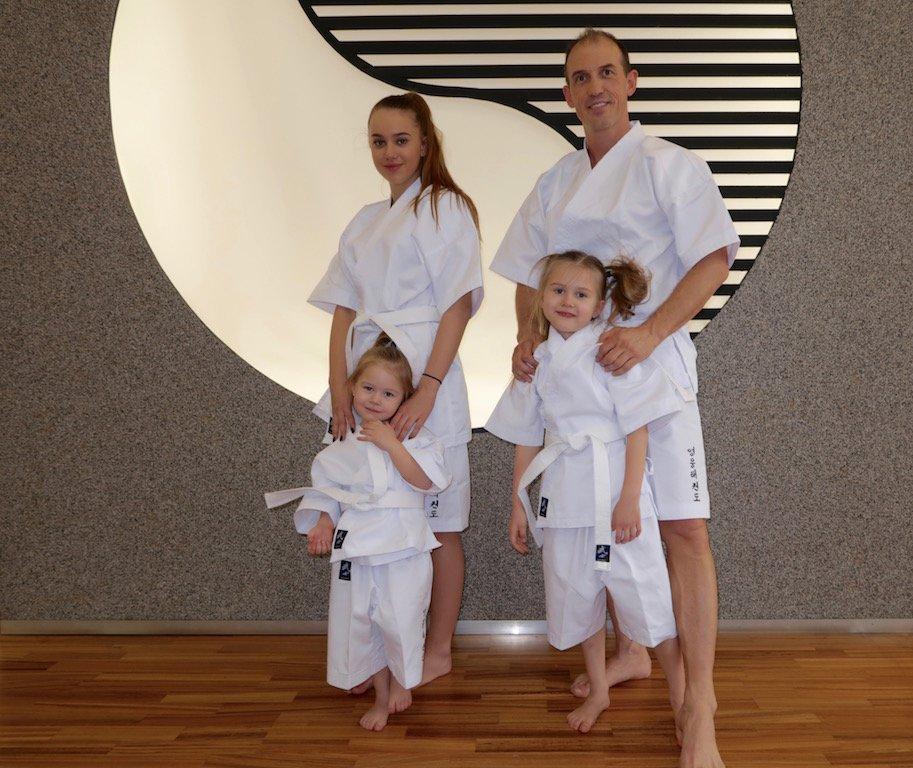 YOUNG-UNG Taekwondo Kampfsport Dobok