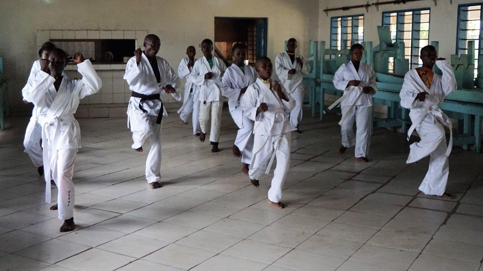Bild zu Taekwondo-Freunde in Kenia